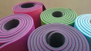 yoga-mats-1620086-1600x900